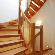 Дерево — лучший выбор для межэтажной лестницы