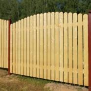 Почему забор нужно строить из дерева?